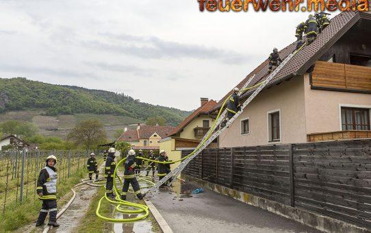 Langwieriger Atemschutzeinsatz beim Brand eines Wohnzimmers