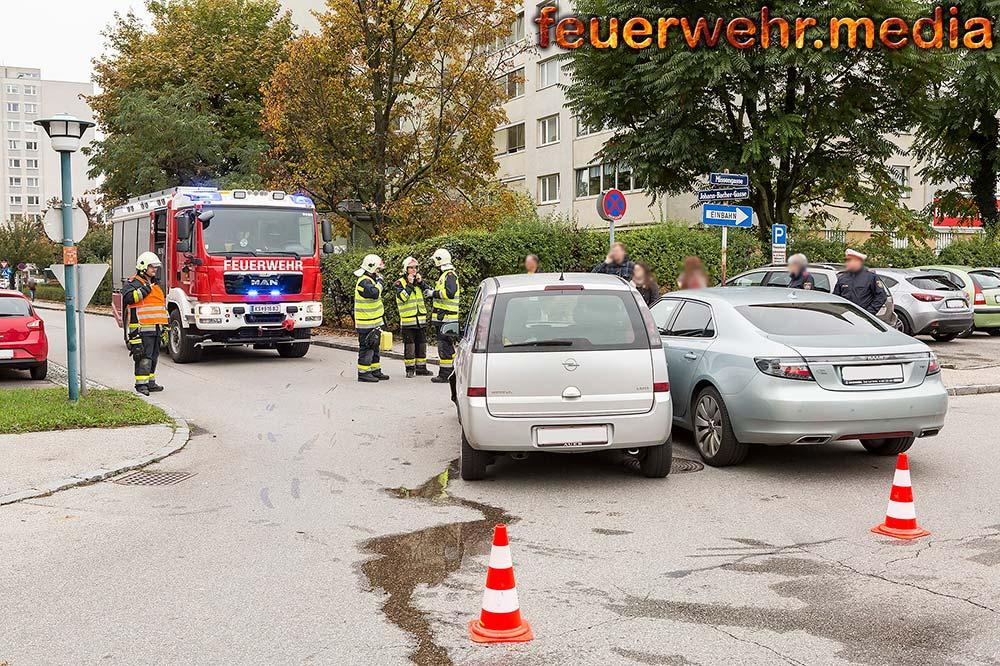 Zwei Fahrzeuge nach Unfall von der Feuerwehr geborgen