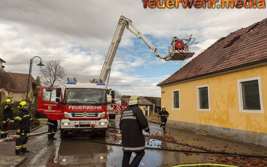 Acht Feuerwehren bei Brand in Walkersdorf im Einsatz