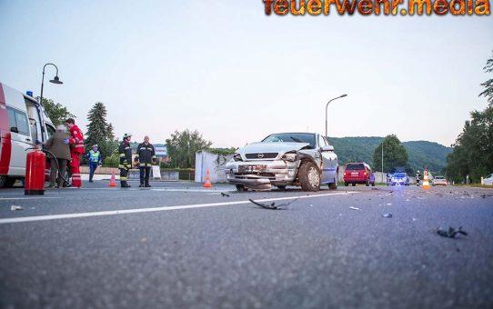 Mehrere Verletzte bei Unfall mit zwei Fahrzeugen auf der B33 bei Hundsheim