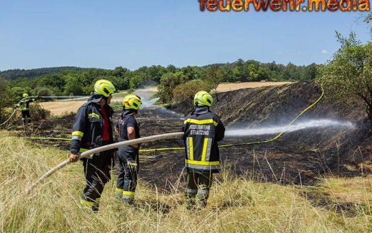 Flurbrand in Dross drohte auf ein trockenes Getreidefeld überzugreifen