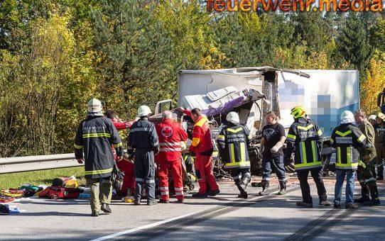 Lkw-Lenker bei Unfall auf der B38 schwer Verletzt