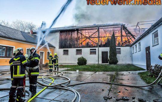 Wirtschaftsgebäude in Vollbrand - 60 Rinder gerettet