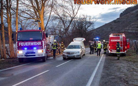 Fahrzeugbrand nach Unfall auf der B3 - Pkw-Lenker verstorben