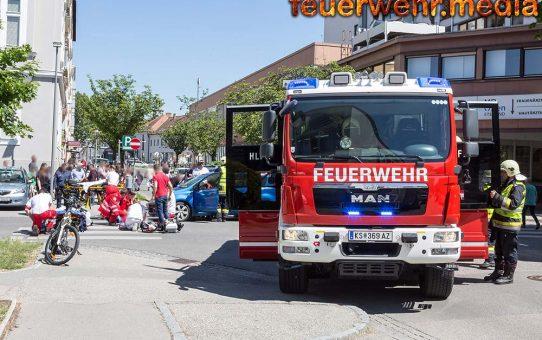 Menschenrettung nach Verkehrsunfall - Moped gegen Pkw