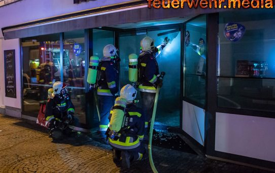 Brandeinsatz in der Kremser Altstadt - Geschäftslokal komplett verraucht