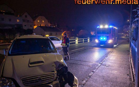Van prallt auf der Kremstalstraße gegen ein Einfahrtstor