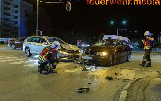 Zweifache Fahrzeugbergung nach Verkehrsunfall in der Wiener Straße