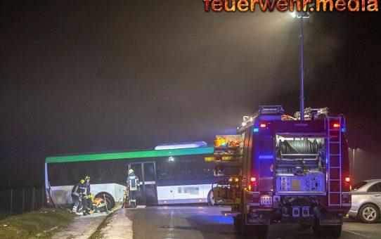 FF Paudorf befreit einen Autobus aus einer misslichen Lage