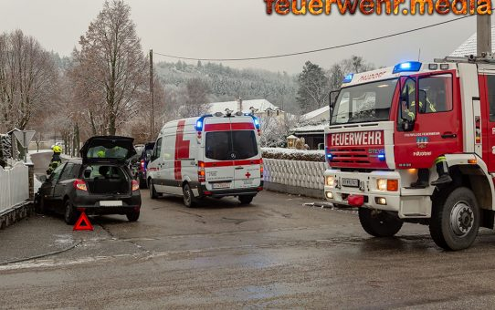 Verkehrsunfall mit zwei Fahrzeugen auf der Eggendorfer Straße in Paudorf