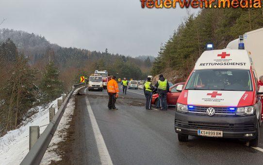 Unfall mit mehreren Fahrzeugen auf der B37 im Bereich der Section Control