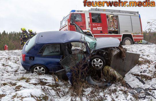 Junger Fahrzeuglenker bei Unfall auf der B37 verletzt