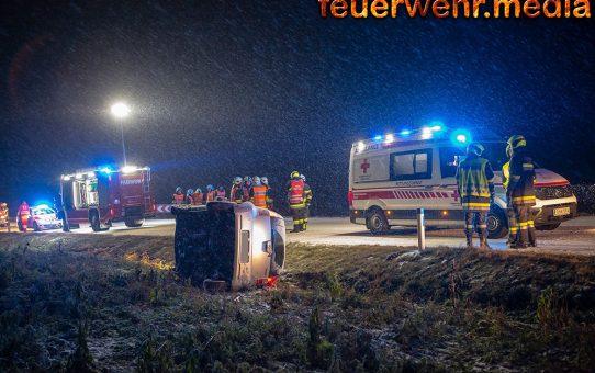 Unfall auf der L45 - Pkw kommt seitlich zum Liegen
