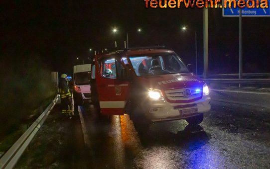 Starke Rauchentwicklung an einem Fahrzeug auf der Donaubrücke
