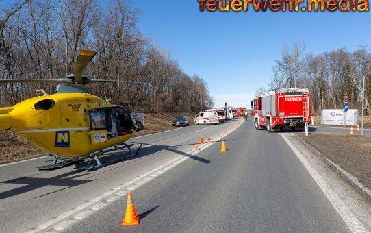 Acht Verletzte bei Unfall mit drei Fahrzeugen auf der B37
