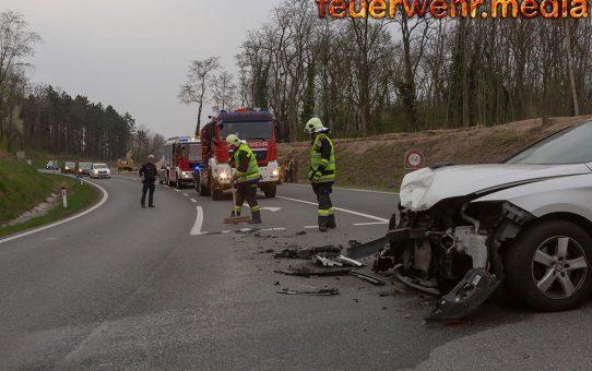 Unfall mit zwei Pkw auf der B218