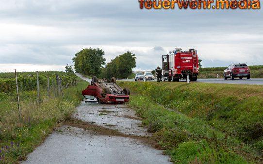 Pkw landet kopfüber am Begleitweg der B218