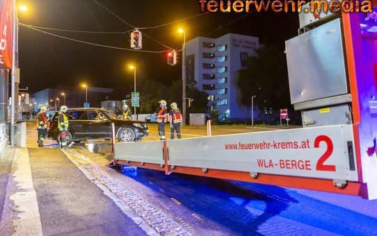 Fahrzeugbergung nach Verkehrsunfall auf der Kremser Wiener Straße
