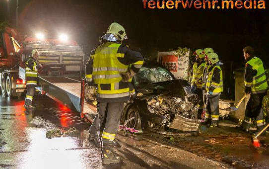 Sanitäter als Ersthelfer bei einem Verkehrsunfall