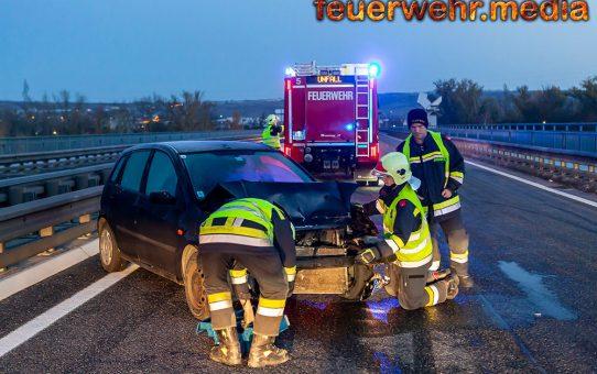 Unfall auf der spiegelglatten St. Pöltner Brücke