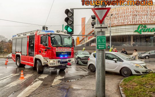 Zwei Verletzte bei Kollision von zwei Fahrzeugen