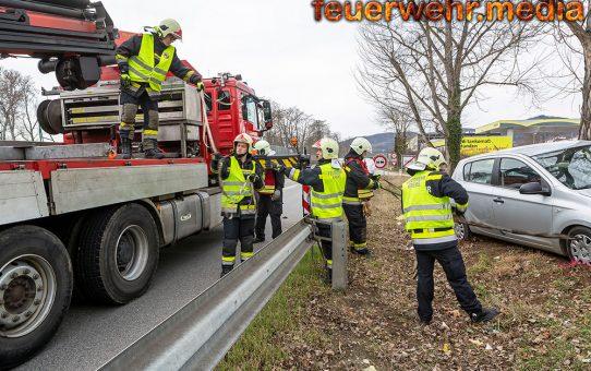 Zwei Verkehrsunfälle gleichzeitig für die Feuerwehr Krems