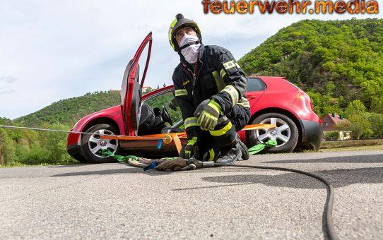 Person in Notlage - Fahrzeug droht abzustürzen