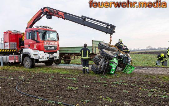 Traktorgespann verunfallt auf der L45