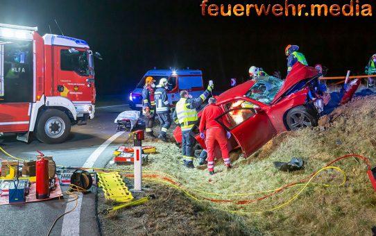 Eine eingeklemmte Person nach schwerem Verkehrsunfall