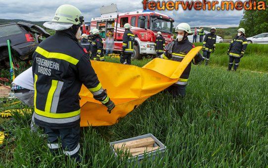 Drei schwerverletzte bei Unfall auf der B37 bei Dross