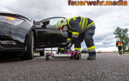Leitschiene gerammt – Fahrzeuglenker unverletzt
