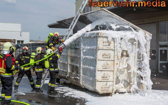 Containerbrand schnell unter Kontrolle gebracht