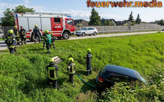 Fahrzeug kommt von der B35 ab und landet im Gschlinzbach