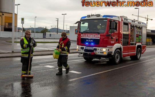 Ölspur nach Motorradunfall auf der B35 in Krems