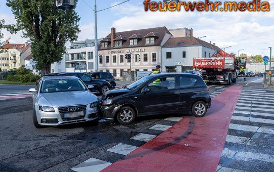 Verunfallte Pkws blockierten eine Kreuzung