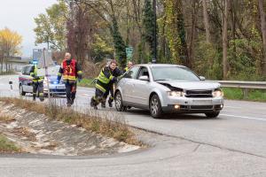 Auffahrunfall auf der B37 - Ein Pkw nicht mehr fahrbereit