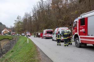 Pkw landet nach Unfall auf der L44 auf der Beifahrerseite