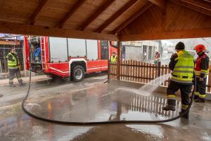 Hydraulikölaustritt nach technischen Defekt an einem Lkw im Alauntal