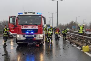 Feuerwehr rückt nach einem Unfall auf der B37 zur Bergung aus