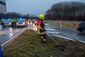 Verkehrsunfall auf der B33 bei der Abfahrt ins Gewerbegebiet