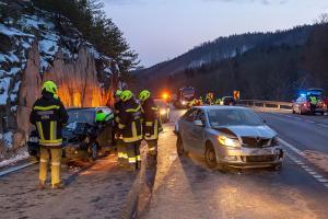 Vier Fahrzeuge bei einem Unfall auf der B37 beteiligt