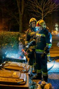 Rauchende Mülltonne - Anrainer verständigen die Feuerwehr