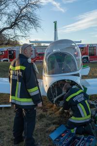 Kleinflugzeug bei der Landung von einer Windböe erfasst und verunfallt