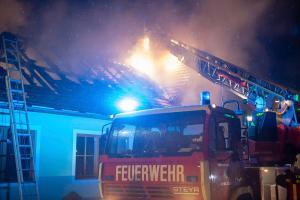 Nächtlicher Wohnhausbrand in Theis fordert vier Feuerwehren