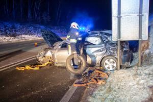 Lenker bei Fahrzeugüberschlag leicht verletzt