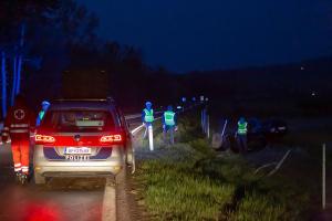 Einsetzender Regen führt zu Fahrzeugüberschlag auf der Rampe zur B37a