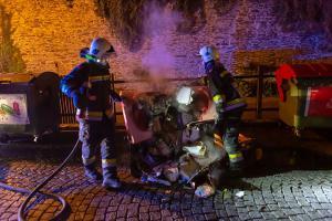 Feuerwehr verhindert den Vollbrand einer Müllinsel