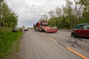 Zwei Fahrzeuge kollidieren im Baustellenbereich der B37