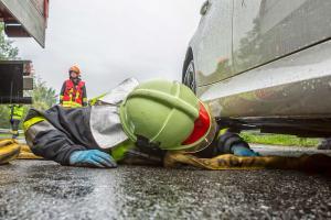 Pkw verunfallt im strömenden Regen auf der B37a