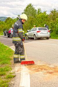 Mehrere Verletzte bei Unfall mit zwei Fahrzeugen auf der L114